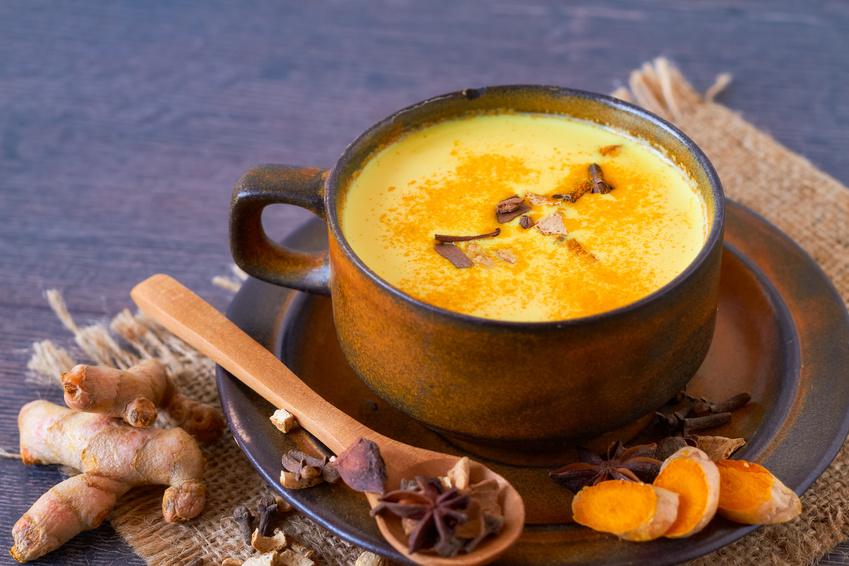 Trink Dich schön mit Kurkuma Latte! Ein einfaches Ayurveda-Rezept mit großer Wirkung